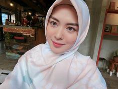 992.9k Followers, 367 Following, 542 Posts - See Instagram photos and videos from Ayana Jihye Moon❤️ (@xolovelyayana) Beautiful Muslim Women, Beautiful Hijab, Hijab Chic, Muslim Girls, Girls In Love, Hijab Fashion, Cool Style, Character Design, Moon