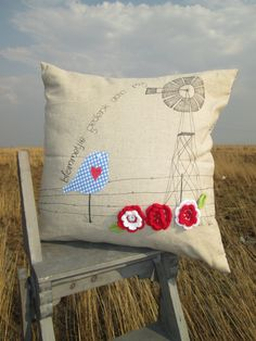 Blommetjie Gedenk aan My with birdie Scatter Cushion Cute Cushions, Scatter Cushions, Diy Pillows, Indoor Crafts, Diy And Crafts, Arts And Crafts, Fabric Crafts, Sewing Crafts, Sewing Projects