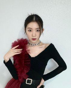 Seulgi, Red Velvet Irene, Red Velvet アイリーン, Velvet Style, Tops, Women, Korean Girl Groups, South Korean Girls, Fur Coat