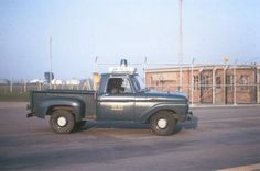 Online gallery of pictures of US Air Force Security Forces Police Vehicles across the decades. Old Police Cars, Police Truck, Military Police, Emergency Vehicles, Police Vehicles, Military Vehicles, Air Force Blue, Us Air Force, Old Trucks