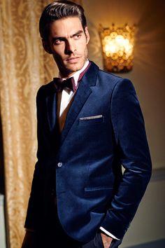 Make an impression in this dark blue velvet blazer with handkerchief chest pocket. | H&M Men's Classics