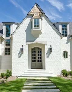 Brick Paint Colors, Exterior Paint Colors For House, Paint Colors For Home, Stucco Colors, Exterior Colors, Stucco Paint, Brick House Plans, Exterior Light Fixtures, Exterior Lighting