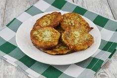 Rasucite cu branza - CAIETUL CU RETETE How To Cook Zucchini, Cooking Zucchini, Muffin, Cooking Recipes, Breakfast, Food, Romanian Recipes, Morning Coffee, Chef Recipes