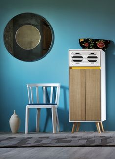 Sideboard SCAP Y, with high quality stereo system.   Bahut SCAP Y est doué d'installation stéréophonique de qualité excellente.  Designed by MINIFORMS