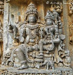 This is a 742 Year old sculpture found in Keshava Temple at Somanathpura. Here you can see a Hindu god seated on his throne wearing a crown. Ancient Indian History, Ancient Art, Indian Temple Architecture, Art And Architecture, Asian Sculptures, Lord Shiva Painting, Indian Art Paintings, Hindu Art, Asian Art