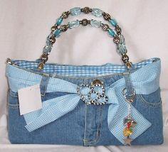 Bolsa hecha con pantalón de mezclilla