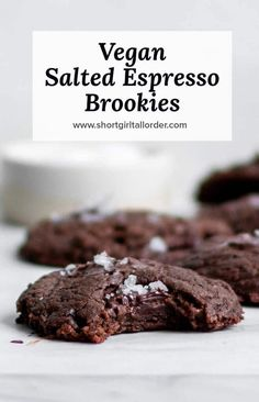 Vegan Salted Espresso Brookie recipe thats like a fudgy espresso brownie & vegan chocolate cookie in one! These salted e Vegan Chocolate Cookies, Chocolate Chip Cake, Chocolate Recipes, Dessert Chocolate, Cookies Vegan, Vegan Dessert Recipes, Vegan Sweets, Baking Recipes, Cake Recipes