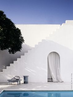 Always have loved this look of open white stairs.