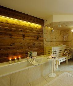 Urlaub in der Luxuslodge: Finnische Sauna und Regenbrause im eigenen Chalet // Holidays in the Luxuslodge: Finnish sauna in your own chalet Finnish Sauna, Alcove, Spa, Bathtub, Holidays, Chalets, Relaxing Room, Bath Tub, Luxury