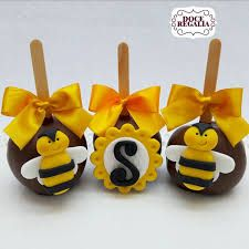 Resultado de imagem para DOCES PERSONALIZADOS DE ABELHINHAS July 4th Wedding, Chocolate Covered Apples, Bumble Bee Birthday, Cupcakes Decorados, Bee Cakes, Mommy To Bee, Bee Party, Bee Theme, Food Themes