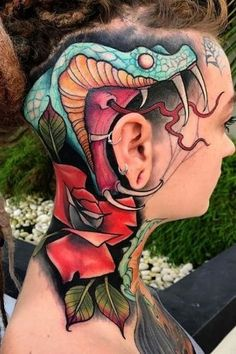Here are some amazing Head Tattoos for Females and also get information about head tattoos that have to know. Get inspiration for your next head tattoo. Head Tattoos, Badass Tattoos, Side Tattoos, Cool Tattoos, Rose Tattoo Black, Rose Tattoo On Side, Back Tattoo, Dragon Tattoo Designs, Tattoo Designs For Women
