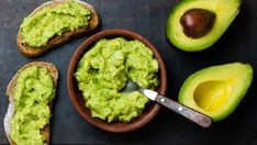 Benefits of Avocado (and 25 Avocado Recipes) There are many health benefits of avocado because of its healthy fats and vitamins. Try these 25 delicious and healthy ways to eat them! Avocado Guacamole, Healthy Fats, Healthy Eating, Healthy Breakfast Recipes, Healthy Recipes, Delicious Recipes, Fruit Recipes, Healthy Options, Avocado Hummus