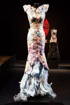 This was Xu's first haute couture show in Paris. more on www.stylecartel.com