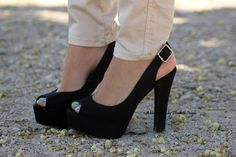 ¡Buenos días bellezas! Hoy nuevo outfit post con @MARYPAZ Shoes http://www.heelsandroses.com #shoelover pic.twitter.com/O1yR2wOfDg