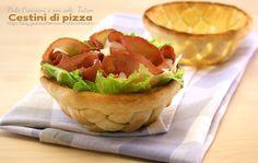 Cestini di pizza, facili e con il passo-passo fotografico, stupirete i vostri ospiti con un simpatico modo di presentare una insalata o qualsiasi cosa ...