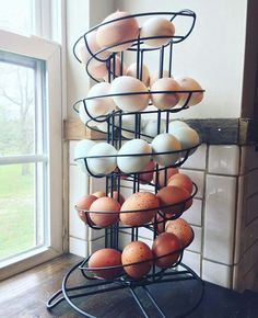 label each with the letter(s) of the day of the week the egg was laid w/ a safe marker*-find this egg holder Chicken Life, Fresh Chicken, Chicken Eggs, Chicken Pen, Chicken Coup, Egg Holder, Mini Farm, Hobby Farms, Raising Chickens