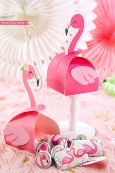 Flamingo party favor boxes and favor bags with girl and boy pink flamingos - Printables by Press Print Party! Flamingo Craft, Pink Flamingo Party, Flamingo Birthday, Pink Flamingos, Honey Wedding Favors, Wedding Gift Boxes, Wedding Favor Tags, Birthday Favors, Party Favors