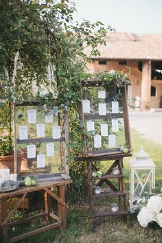 Sfumature di verde per un matrimonio di fine estate Wedding Reception, Rustic Wedding, Rustic Seating Charts, Wedding Decorations, Table Decorations, Boho Chic, Burgundy Wedding, Table Plans, Ladder Decor