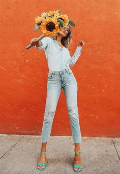 fashion photography poses woman Best High Waisted Jeans for Long Legs Model Poses Photography, Vogue Fashion Photography, Fashion Photography Inspiration, Photoshoot Inspiration, Photography Women, Beste Jeans, Paris Mode, Instagram Pose, Mode Editorials