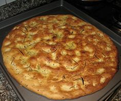 Ecco come si prepara in casa la focaccia con la farina di ceci con la ricetta veloce