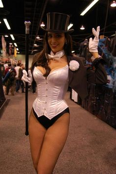 Zatanna Cosplay  https://www.facebook.com/OfficialValeriePerez