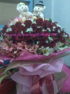 Sweet couple Bear in the center of fresh Roses Sweet Couple, Chocolates, Bouquet, Roses, Bear, Fresh, Flowers, Pink, Schokolade