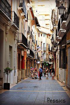 carrer by Pessics, via Flickr