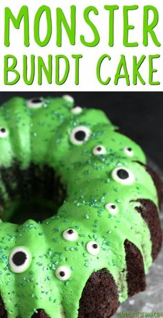 Monster Bundt Cake - How to Make a Simple Monster Cake MONSTER BUNDT CAKE - This easy Monster Bundt Cake Recipe will be the hit of your Halloween party! Start with a box cake mix and end with a terrifyingly delicious dessert! Hot Fudge Cake, Hot Chocolate Fudge, Halloween Chocolate Cake, Winter Desserts, Party Desserts, Halloween Food For Party, Halloween Treats, Easy Food For Party, Easy Halloween Desserts
