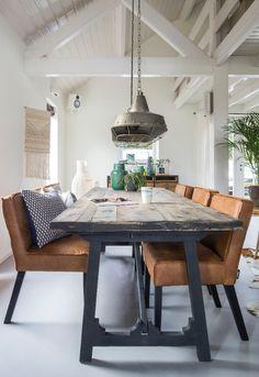 Trendhopper ● Hanglamp Spotlight en eettafel Craft zijn écht de perfecte combi voor deze stoere eetkamer!