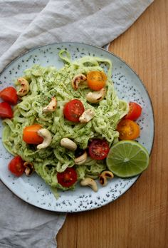 Creamy avocado dill courgetti