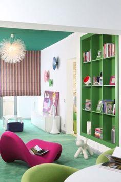 Proiect realizat de Carpet&More - Resedinta Bucuresti.  Descopera intregul portofoliu! #colors #colouredroom #greenroom  #Carpet&More Shelving, Loft, Bed, Furniture, Home Decor, Shelves, Decoration Home, Stream Bed, Room Decor