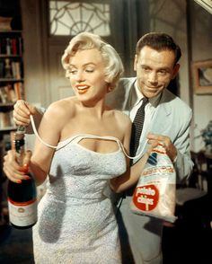 """~Marilyn Monroe and Tom Ewell in """"The Seven Year Itch."""" Marilyn Monroe in Colour… Hollywood Glamour, Classic Hollywood, Old Hollywood, Marilyn Monroe Fotos, Marylin Monroe, Marilyn Monroe Movies, Richard Sherman, Cinema Tv, Hollywood Actresses"""