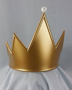 Evil Queen Crown from Snow White Snow White Crafts, Disney Evil Queen, Crown Decor, Snow White Evil Queen, Queen Aesthetic, White Aesthetic, Evil Queens, Queen Crown, Drawing Techniques