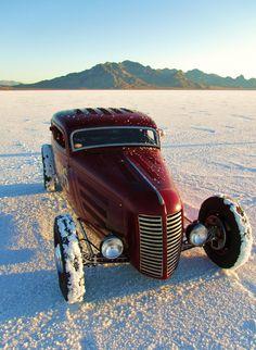 21 Remembering the Extraordinary Bonneville Salt Flats - vintagetopia Hot Rods, Carros Audi, Rockabilly Mode, Bonneville, Drag Racing, Auto Racing, Traditional Hot Rod, Classic Hot Rod, Ford Classic Cars