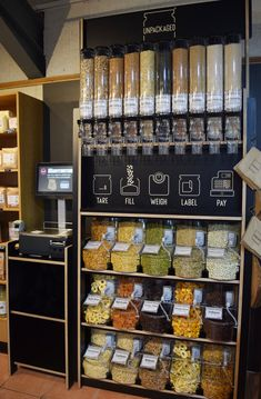 Zero waste retailer and solution provider Unpackaged has launched at Welbeck Farm Shop what it says is a unique retail system, which it then plans to roll out across the UK. Bulk Store, Eco Store, Farm Store, Zero Waste Grocery Store, Vegetable Shop, Retail Store Design, Retail Stores, Uk Retail, Food Retail