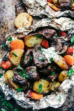 Butter Garlic Herb Steak Foil Packets have melt in your mouth beef with hearty veggies that are grilled to perfection with butter that has garlic and herbs inside. This is one amazing meal that you don't want to miss out on! Steak Foil Packets, Best Camping Meals, Camping Recipes, Campfire Meals, Camping Stuff, Easy Recipes, Easy Meals, Foil Pack Dinners, Hobo Dinners