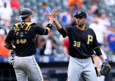 Pirates benefit from mistake-filled inning, sweep Mets | TribLIVE