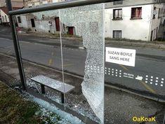 Après nos tops des publicités qui utilisent originalement l'espace urbain, la rue est à nouveau à l'honneur. Elle reste en effet le terrain de jeu de nombreux artistes notamment celui de OaKoAk, un ar