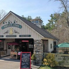 Great restaurants in CT Sweet Peas Fine Foods & Farm Market (Brooklyn) Fall In Connecticut, Hartford Connecticut, Family Road Trips, Family Travel, The Places Youll Go, Places To Visit, Farm Cafe, Travel Usa, Travel Tips