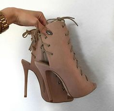 Just stunning shoes Wedge Boots, Heeled Boots, Shoe Boots, Shoes Heels, Pumps, Boho Heels, Fly Shoes, Cute Shoes, Me Too Shoes