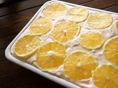 レモンのレアチーズケーキ。色々なケーキの型としても琺瑯は大活躍です。