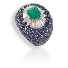 Collezione ANNETTE: anello in oro nero con smeraldo, diamanti e zaffiri blu.