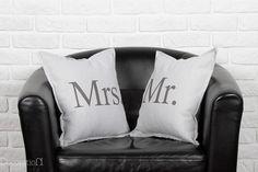 Poduszki Mr & Mrs - idealne jako prezent dla Młodej Pary :)  Dostępne w sklepie internetowym Madame Allure!