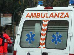 NAPOLI Tragedia sfiorata a Napoli, dove il cedimento di un solaio ha provocato il ferimento di una donna. Secondo una prima ricostruzione