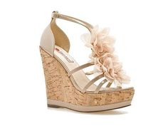 Neutral Heels: Two Lips 'Sandy' - Cute Neutral Wedges Pretty Shoes, Beautiful Shoes, Cute Shoes, Me Too Shoes, Wedge Sandals, Wedge Shoes, Sandal Wedges, Shoes Sandals, Nude Wedges