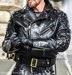 Pour vos Shooting à Paris Contacter moi par MP ou 06 88 82 86 06 Modèle @marcviviers #gayleather #instagay #gayfetish #leathergay #leatherman #muircap #loveyourfetish #leatherjackets #langlitz #langlitzleathers #leatherjeans #leatherfetish