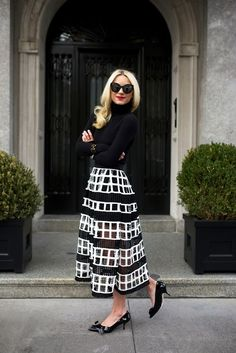 Black and white skirts and dresses do match any other color if you do it smartly. Source by whatnicolewore and White skirt outfit Mode Outfits, Skirt Outfits, Dress Skirt, Fashion Outfits, Midi Skirt, Tomboy Outfits, Black And White Skirt, White Skirts, Black White