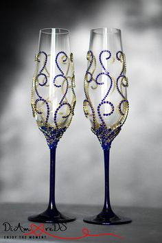 Personalized Champagne Flutes, Crystal Toasting Flutes, Wedding Toasting Glasses, Navy Blue and Gold Wedding Glasses, Wedding Gift, Flutes Rose Gold Personalized Crystal Wedding Glasses for Bride and Groom will give the moment of creating your family needed solemnity and charm. Exclusive