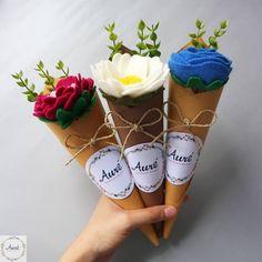 Easy DIY Felt Crafts, Felt Crafts Patterns and Felt Mothers Day Crafts. Paper Flowers Diy, Flower Crafts, Fabric Flowers, Flowers Vase, Flower Art, Felt Flower Bouquet, Gift Bouquet, Felt Flower Diy, Boquet