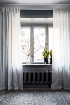 if you want to change with textiles, curtains are your easiest choice. The best thing about linen is how easy you can create light effects by using different structures. #Himla_ab #Curtains #Dalsland #lighteffects